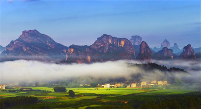丹霞山冬季美景如畫