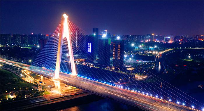 夜幕下的奇龍大橋 流光溢彩如夢如幻