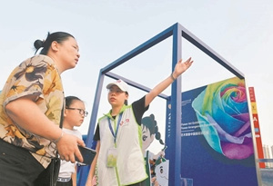 廣州志願服務成國慶亮麗風景線