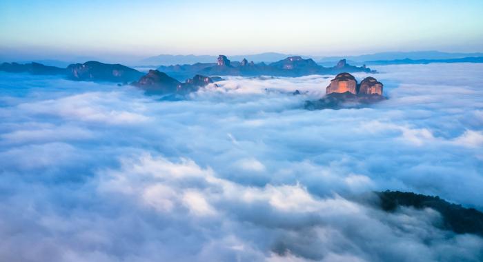 當雲海遇上丹崖赤壁 廣東丹霞山進入觀雲最佳時期